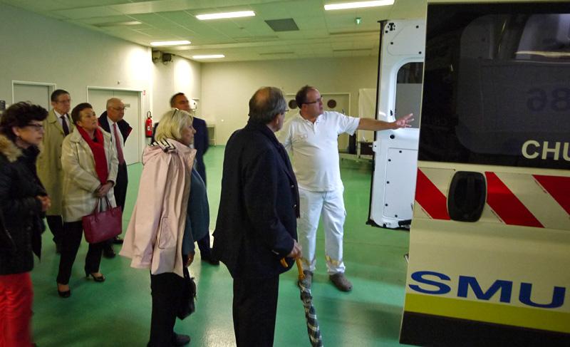 Le Pr Olivier Mimoz, responsable du service des urgences adultes, Samu 86 et Smur au CHU de Poitiers, a fait visiter le Samu au Rotary club de Poitiers.
