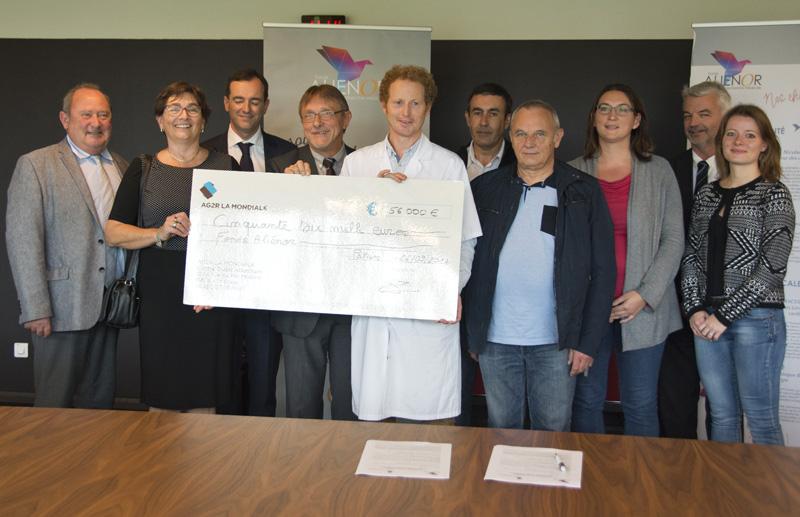 AGR2 La Mondiale remet un chèque de 56 000 € pour le projet sur la DMLA