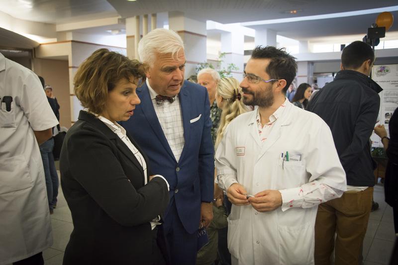 Nathalie Aguillon, chagée de mission au fonds Aliénor, Frédérick Gersal, parrain du fonds Aliénor, et le Pr Philippe Rigoard, neurochirurgien et chercheur au CHU de Poitiers.