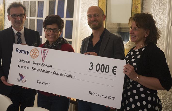 De gauche à droite : Stéphan Maret, trésorier du fonds Aliénor, Élisabeth Guillaumond, présidente du Rotary club doyen de Poitiers, Riccardo Gauzolino, pianiste et chirurgien viscéral au CHU de Poitiers, et Nathalie Aguillon-Caballero, chargée de mécénat du fonds Aliénor.