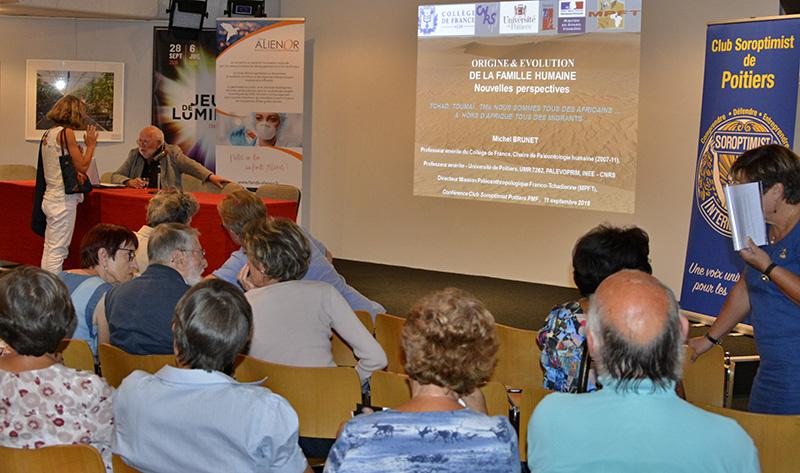Conférence animée par Michel Brunet, paléoanthropologue, sur le thème